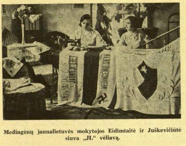 Lithuanian women showing Nazi flags