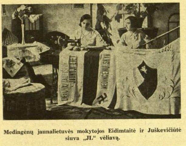 Lithuanian women showing Nazi flags