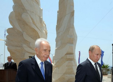Putin and Peres unveil Netanya Monument to Red Army