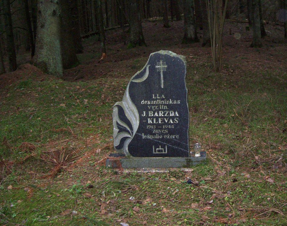 Barzda gravestone