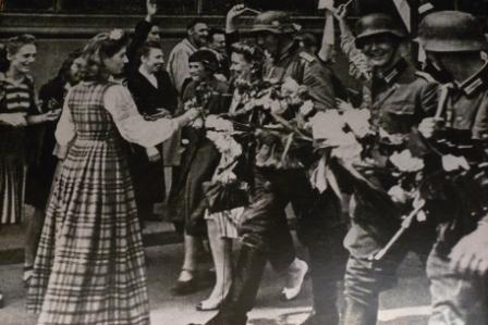 Latvians greeting Nazi troop